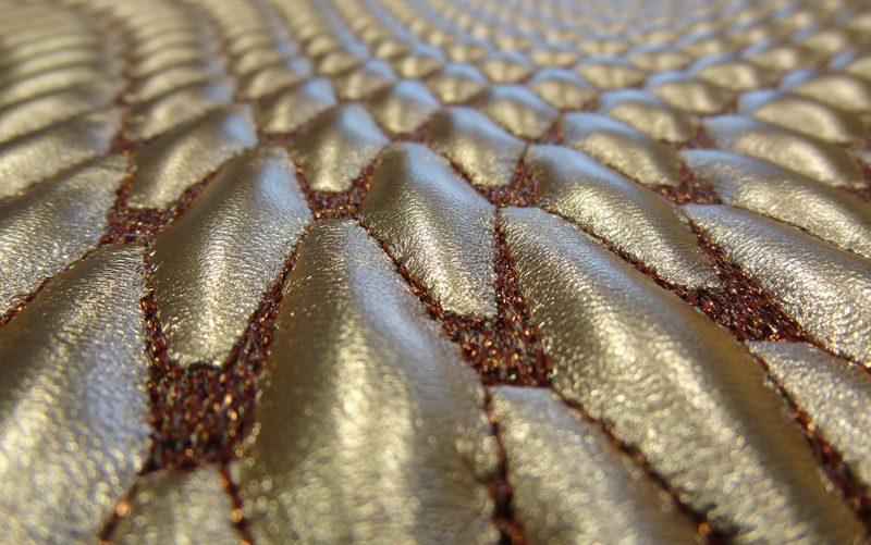 Fil'ing broderie matelassé cuir métallisé